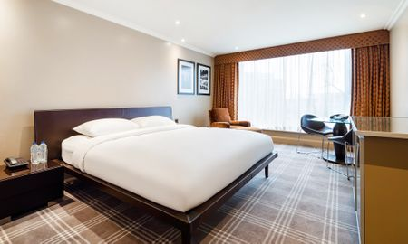 Premium zimmer - Offered £15.00 Daily Coupon - Radisson Blu Edwardian Heathrow Hotel - London