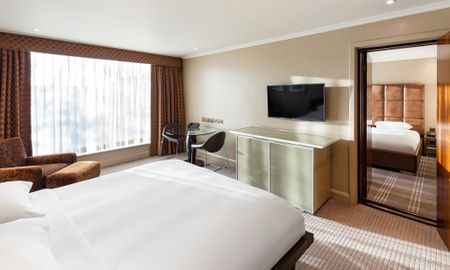 Interconnecting Family Room (2 adults+ 2 children) - Radisson Blu Edwardian Heathrow Hotel - London