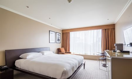 Business Class Room - Offered £15.00 Daily Coupon - Radisson Blu Edwardian Heathrow Hotel - London