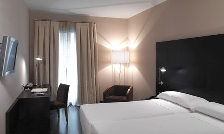Guest Twin Room - Alexandra Barcelona Hotel, Curio Collection By Hilton - Barcelona