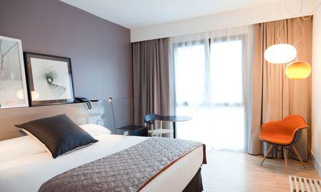 Улучшенный номер с 1 большой кроватью или 2 односпальными кроватями - Alexandra Barcelona Hotel, Curio Collection By Hilton - Barcelona