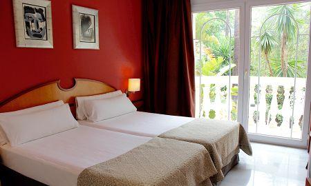 Habitación Estándar - Vista Piscina - URH-Sitges Playa - Sitges