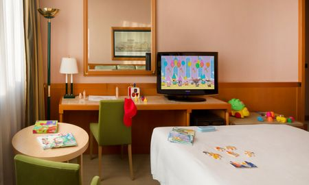 Family Room, 2 adults + 2 children - Starhotels President - Genoa