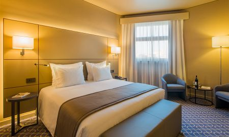Comfort Double Room with Romantic Package - Dom Henrique Hotel - Porto