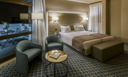 Chambre Lits Jumeaux Confort avec Lit d'Appoint - Dom Henrique Hotel - Porto