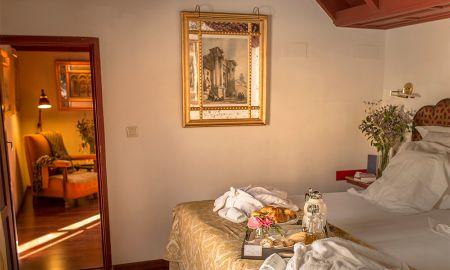 Suite Junior Exterior - Las Casas De La Judería Córdoba - Cordoba