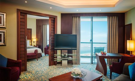 Suite Junior con balcón privado y vistas laterales al mar - Sofitel Dubai Jumeirah Beach - Dubai