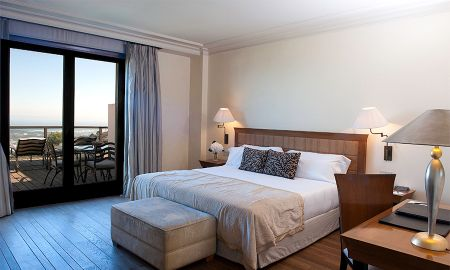 Superior Room with Terrace and Mountain View - Gran Hotel La Florida - Barcelona
