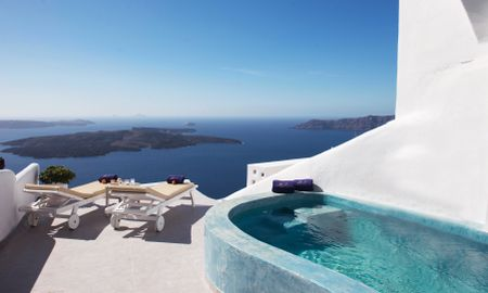 Suite Deluxe com Jacuzzi Interior e com vista para o Piscina Privada - Pegasus Suites & SPA - Adults Only - Santorini