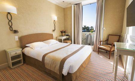 Classic Queen Room Sea View - Hotel Splendid - Cannes