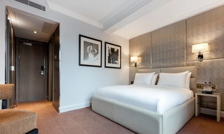 Business Class Room - Offered £15.00 Daily Coupon - Radisson Blu Edwardian Mercer Street Hotel - London