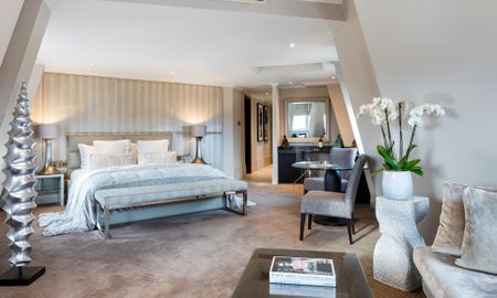 Corner Suite - Offered £15.00 Daily Coupon - Radisson Blu Edwardian Mercer Street Hotel - London
