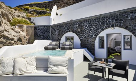 Honeymoon Suite with Plunge Pool - Petit Palace Suites - Santorini