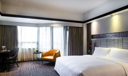 Executive Room with City View & Executive Floor benefits. - Grand Mercure Shanghai Hongqiao - Shanghai