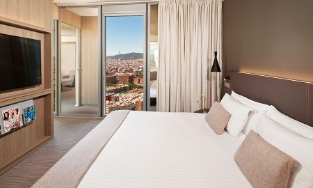 The Level Family Room (2 adults+ 2 children) - The Level At Melia Barcelona Sky - Barcelona