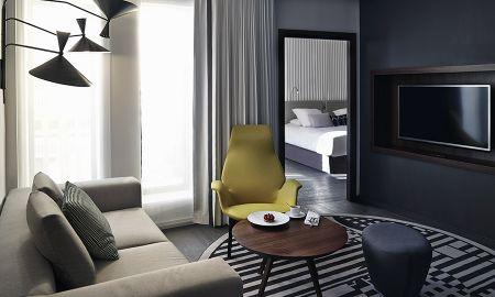 Suite Piscine ou Chambre Familiale avec Vue sur la Piscine - Hotel Molitor Paris By MGallery - Paris