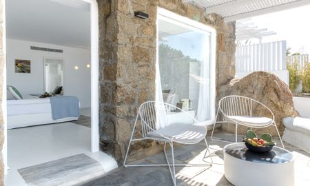 Myconian Deluxe Room - Ostraco Suites - Mykonos