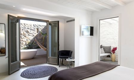 Myconian Deluxe Room - Ostraco Suites - Mykonos