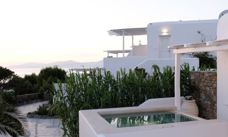 Suite - Sea View with Outdoor Jacuzzi - Ostraco Suites - Mykonos