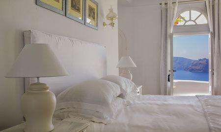 Junior Suite with Jacuzzi - Kirini Suites & Spa - Santorini