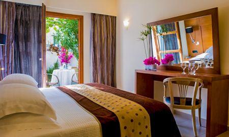 Classic Double Room - Aressana Spa Hotel & Suite - Santorini