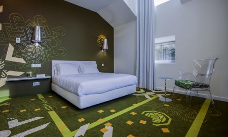 Deluxe Room - HD - Duecitania Design Hotel - Center