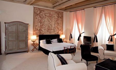 Suite - J And J Hotel - Tuscany