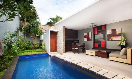 Ein Schlafzimmer mit Pool - Samaja Beachside Villas - Bali