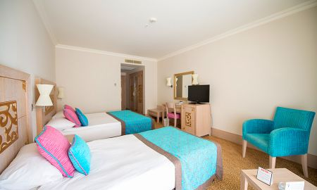 Triple Room with Sea View - CRYSTAL FAMILY Resort & SPA - Antalya
