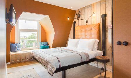 Medium Triple Room - Max Brown Hotel Museum Square - Amsterdam