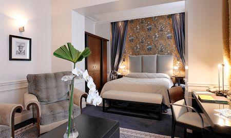 Chambre Standard Double - La Tremoille Paris - Paris