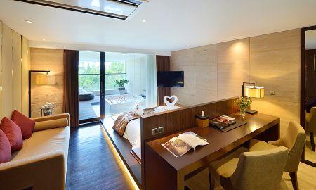 Suite Hydromassage - De Vins Sky Hotel Seminyak - Bali
