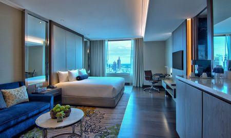 Junior Suite with Executive Lounge Access - Radisson Blu Plaza Bangkok - Bangkok
