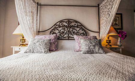 Royal Romance Suite - The Urban Villa - Marbella