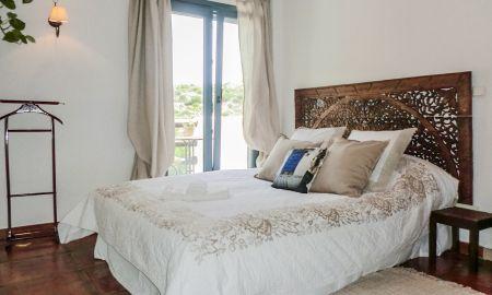 La Linda Room with Mountain View - The Urban Villa - Marbella