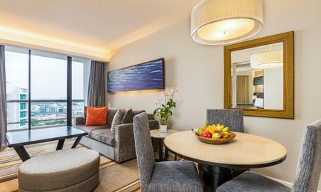 Grand Deluxe One-Bedroom Suite - Chatrium Residence Sathon Bangkok - Bangkok