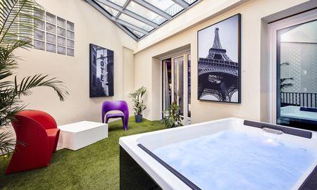 Suite Jacuzzi Planche Contact - Déclic Hotel - Paris