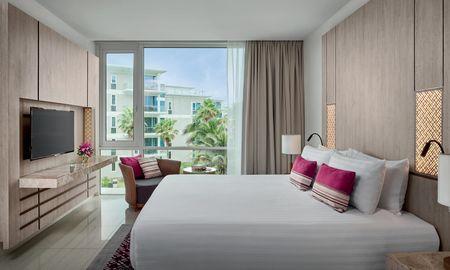 Executive King with balcony - Splash Beach Resort Maikhao Phuket - Phuket