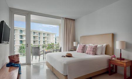 Deluxe King with balcony - Splash Beach Resort Maikhao Phuket - Phuket