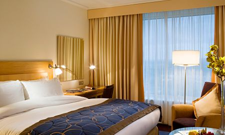 Classic Queen Room - Sofitel London Gatwick - London