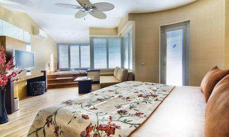 Junior Suite with Spa Bath - Limak Lara De Luxe Hotel - Antalya