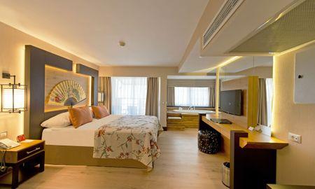 Deluxe Room with Hot Tub - Limak Lara De Luxe Hotel - Antalya