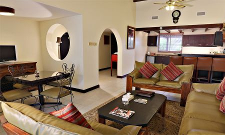Villa Deluxe Tres Dormitorios - JA Hatta Fort Hotel - Dubai