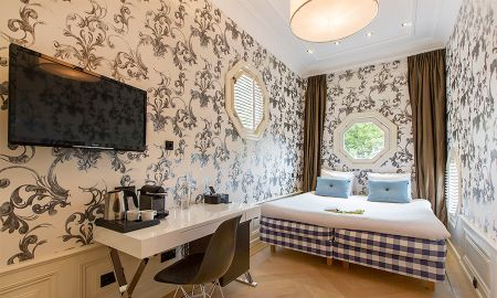 Standard Room - Canal View - Amsterdam Canal Hotel - Amsterdam