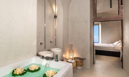 Cosy Cave Suite - Mythical Blue Luxury Suites - Santorini