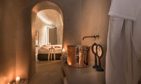 Executive Cave Suite With Heated Jacuzzi - Mythical Blue Luxury Suites - Santorini