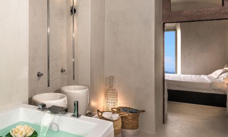 Honeymoon Suite with Heated outdoor Jacuzzi - Mythical Blue Luxury Suites - Santorini