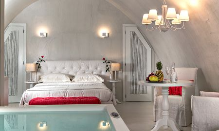Senior Suite With Private Heated Plunge Pool - Mythical Blue Luxury Suites - Santorini