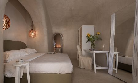 Executive Suite With Heated Jacuzzi - Mythical Blue Luxury Suites - Santorini