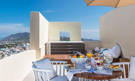 Deluxe suite with outdoor heated Jacuzzi & panoramic view - Mythical Blue Luxury Suites - Santorini
